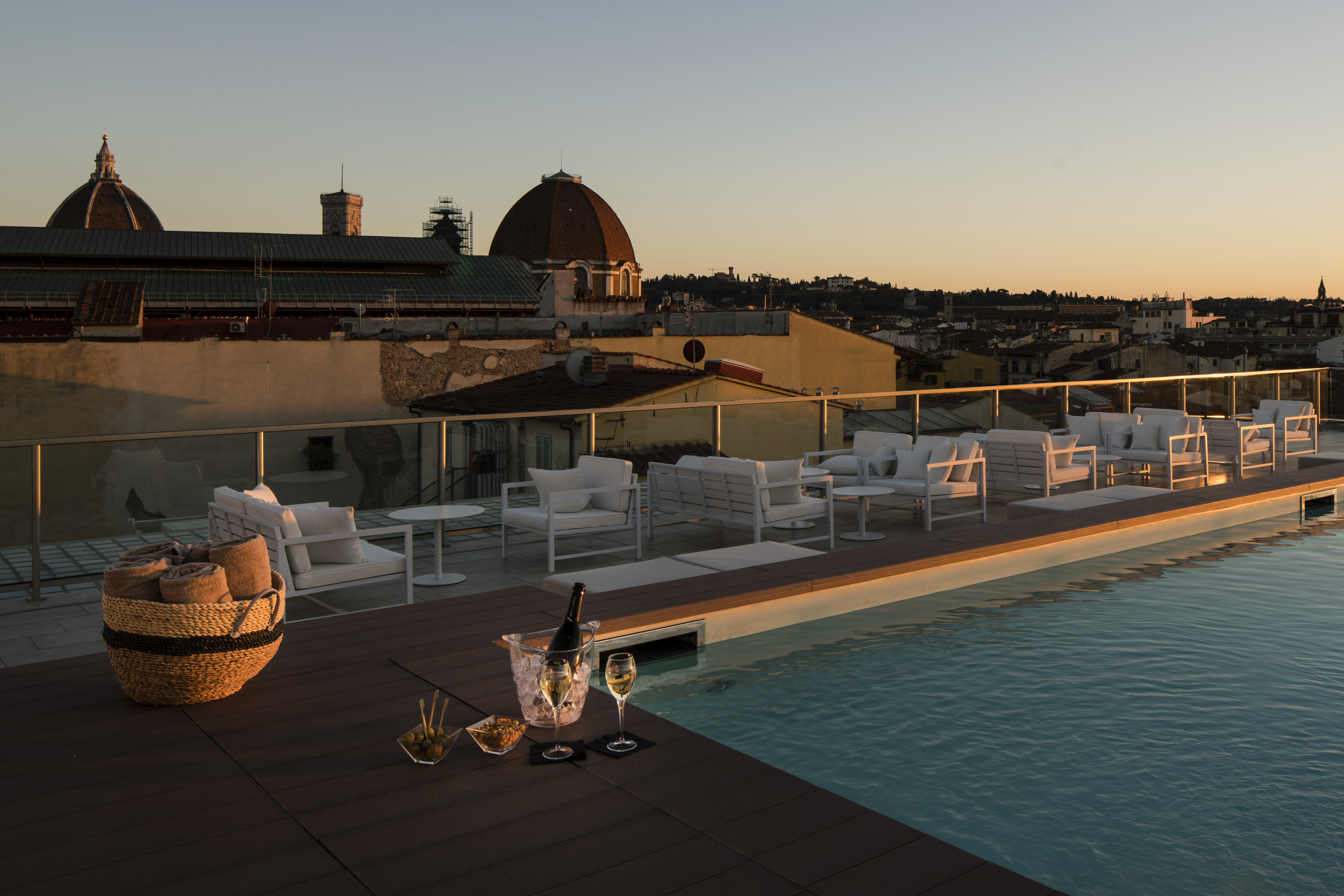 Sky Breeze Roof Pool Florence Hotel Glance Hotel In Florence In