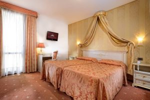 hotel_ambassador_room_superior_gallery_03