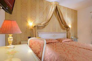 hotel_ambassador_room_superior_gallery_04