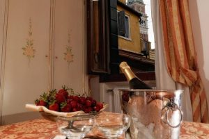 hotel_ambassador_room_economy_gallery_04