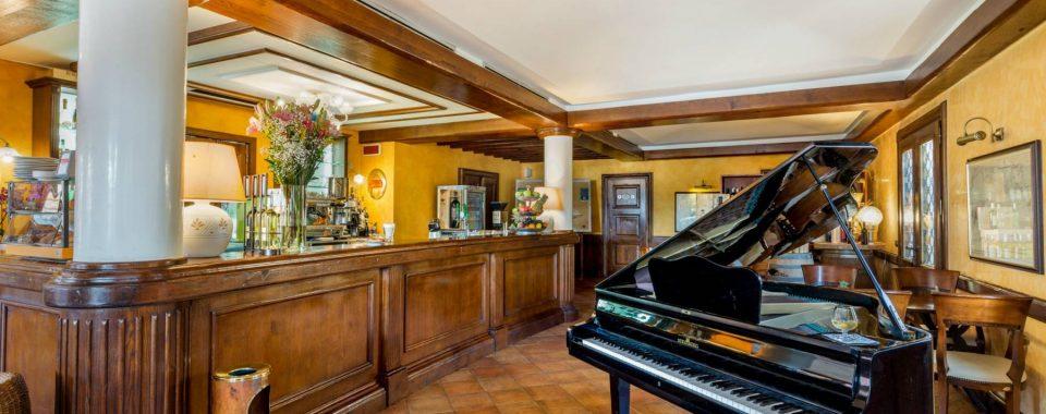 Café & Wine Bar