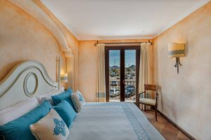 hotel_la_vecchia_fonte_room_deluxe_suite_gallery_02
