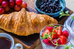 croissant-bread-with-blueberries-and-strawberries-1510682