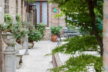 gallery_common-courtyard-02