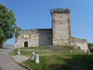 Castelli-di-Giulietta-e-Romeo-castello-di-Romeo-1
