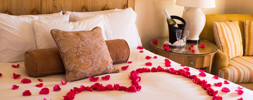 Best Hotels with Honeymoon Suites in Napoli