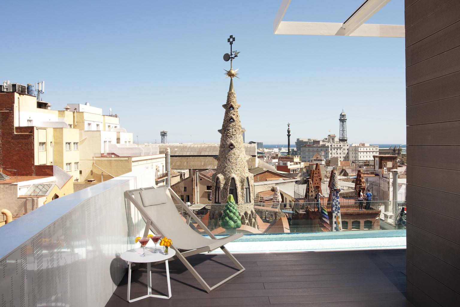 Servizi terrazza solarium panoramica hotel barcellona for Hotel barcellona centro