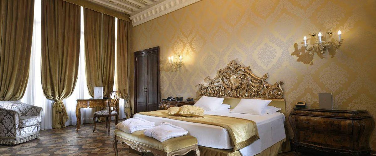 Rooms And Suites Luxury Suite Venice Hotel Ai Reali Di Venezia Between Rialto And S Marco Square