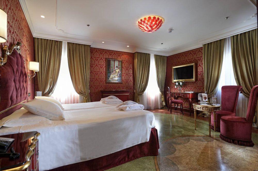 Rooms and Suites - Deluxe Room Venice Hotel - Ai Reali di Venezia ...