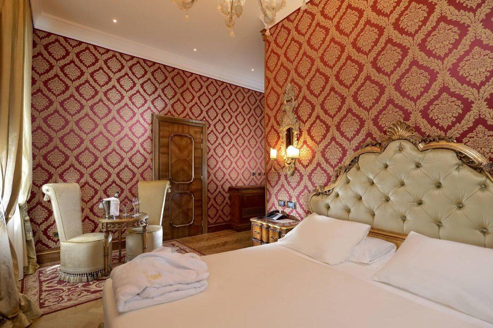 Rooms and Suites - Superior Room Venice Hotel - Ai Reali di Venezia ...