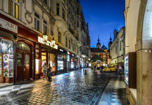 uliczka-w-pradze-w-nocy-hotel