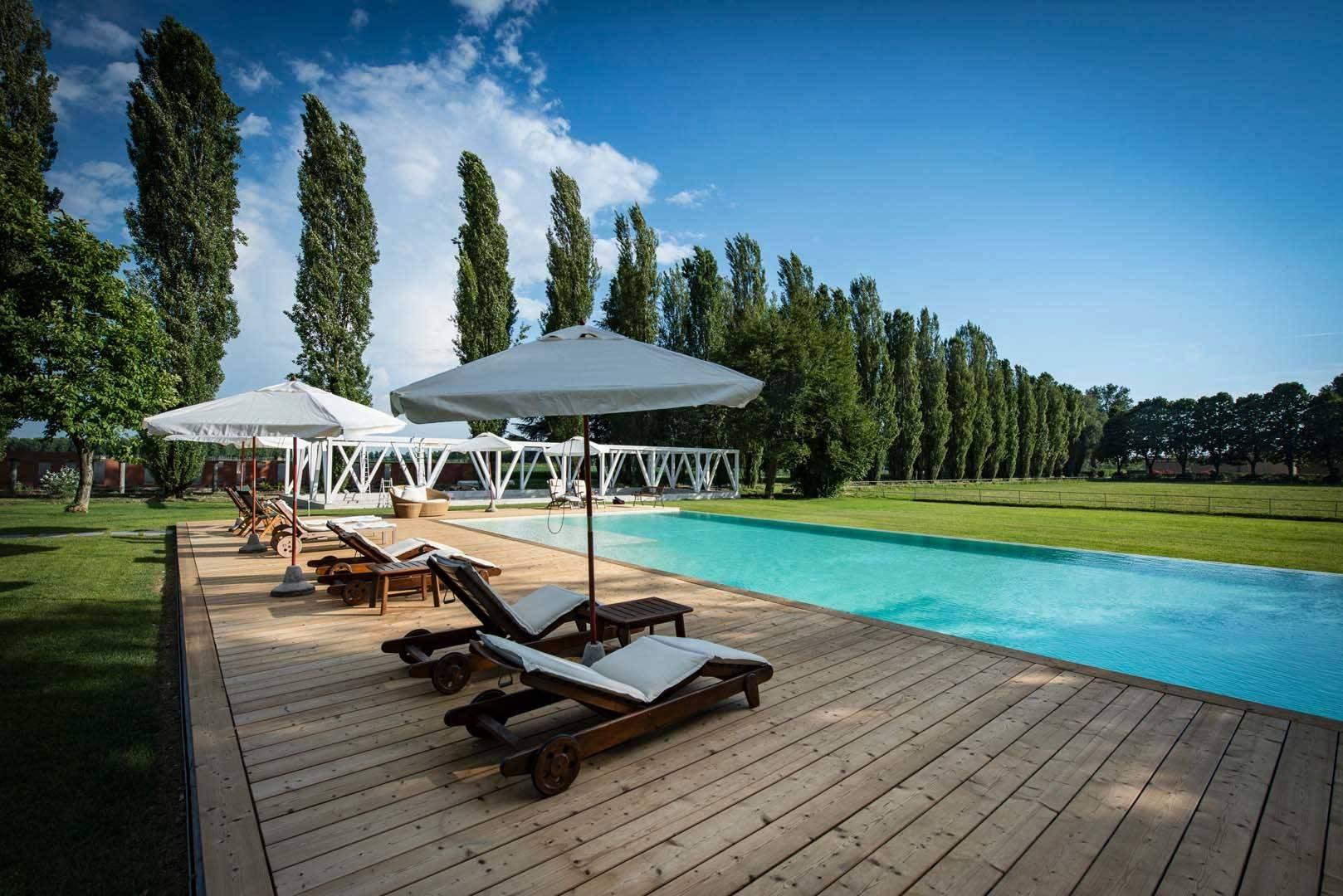 Piscina appartamenti villanterio tenuta il cigno in for Cigno gonfiabile per piscina