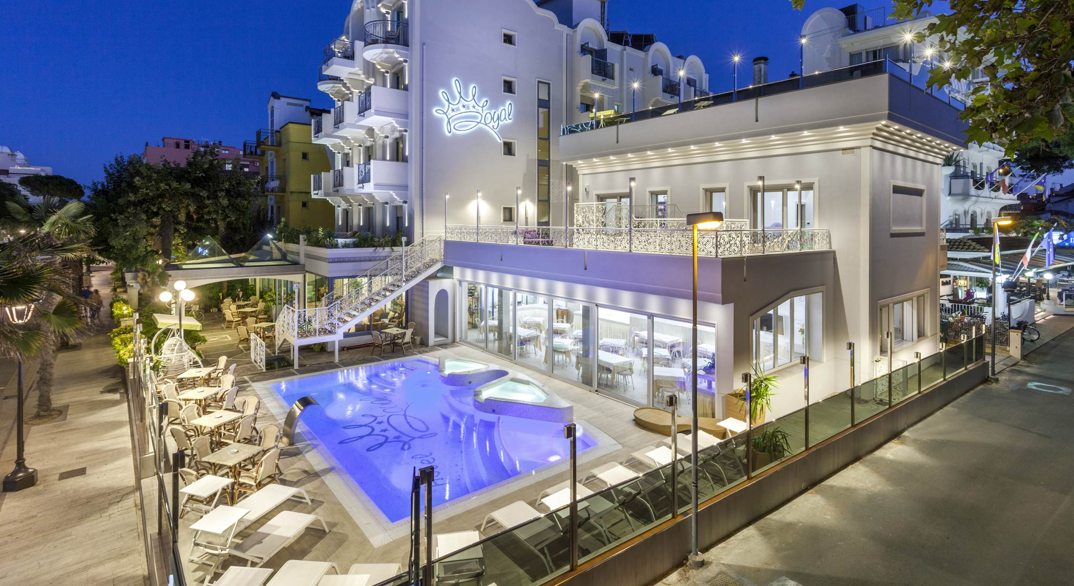 Hotel royal riccione a riccione prenotazione di un hotel for Piscina riccione