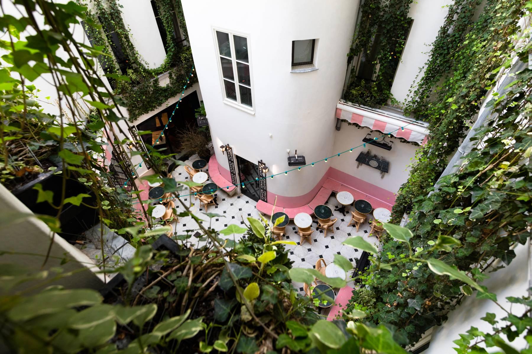 Hotel Amour In Paris
