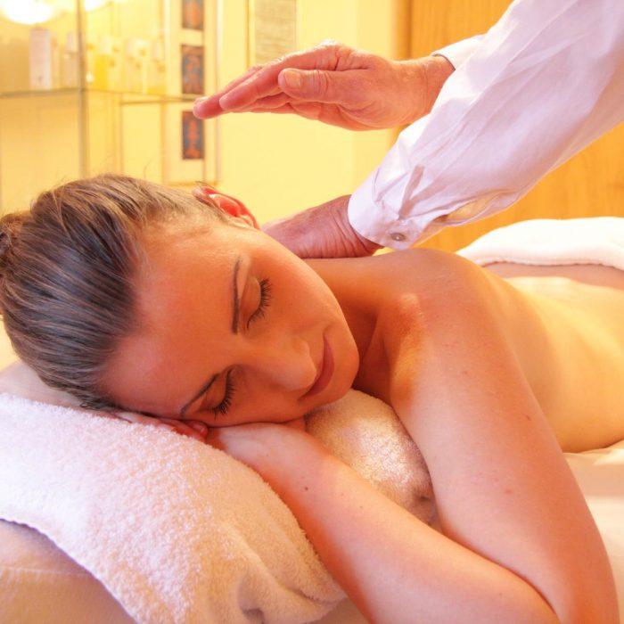 Relaxační klasická masáž zad a šíje a další typy masáží
