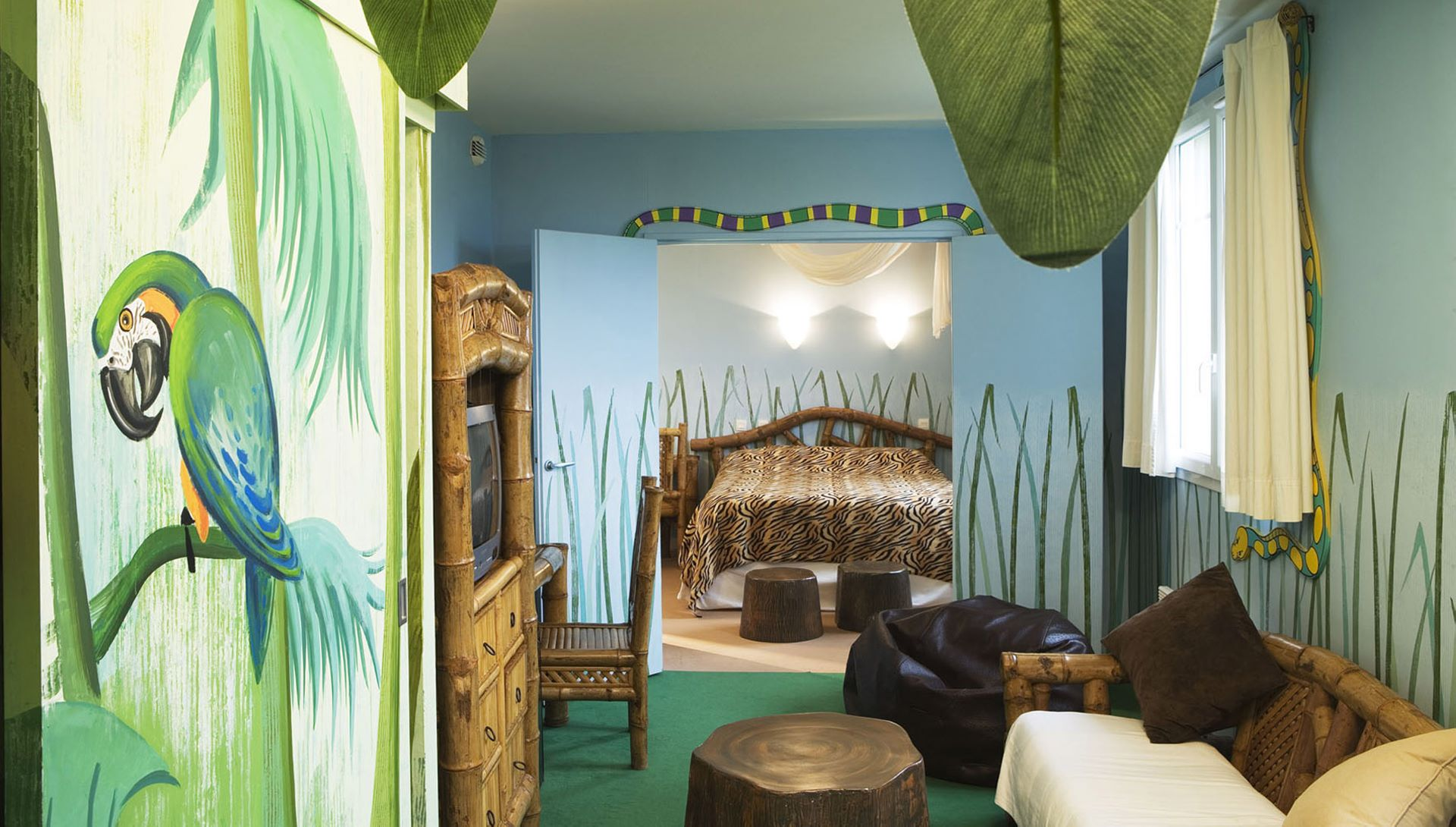 Camere A Tema Disney : Suite originali disneyland paris hotel explorers