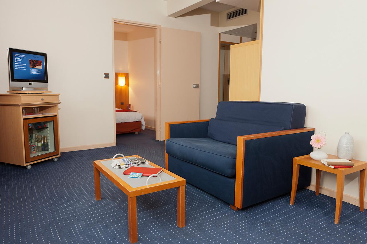 The Rooms Quadruple Junior Suite Hotel Forest Hill Paris La Villette