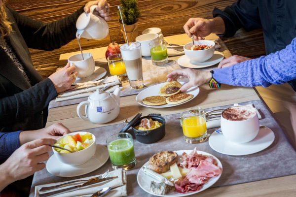 Petit déjeuner aux Loges Blanches hôtel 4* à Megève