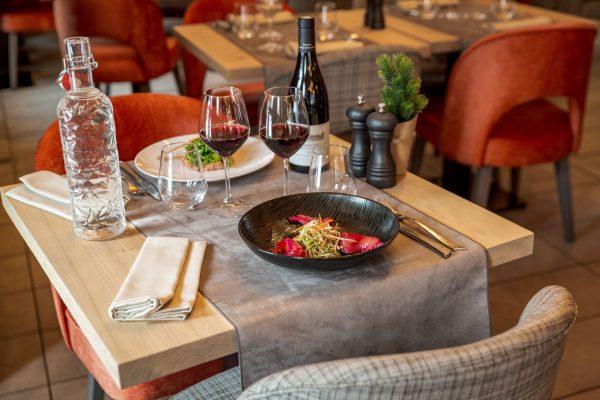 Table du restaurant La Table des Cochers aux Loges Blanches hôtel **** à Megève