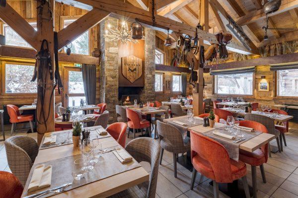 La salle de restaurant La Table des Cochers des Loges Blanches hôtel 4* à Megève