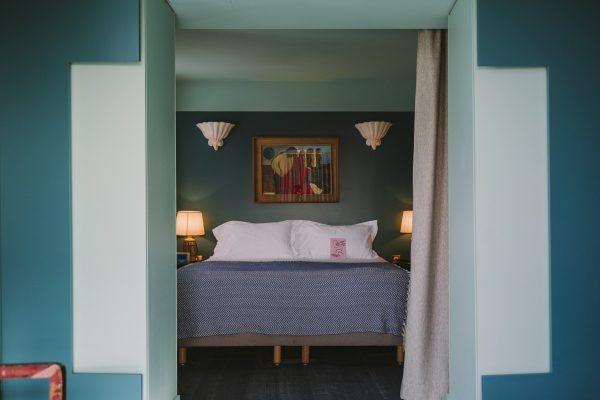 Studio suite king bed avec salon et baignoire