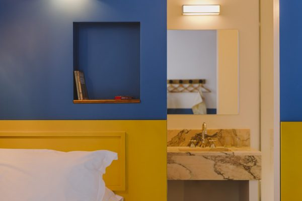détail chambre petite twin beds