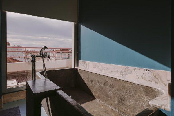 Baignoire avec vue sur Nice