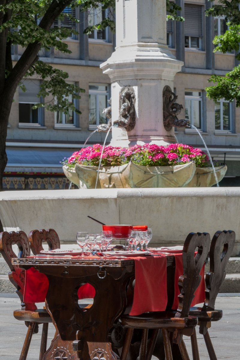 new-fondue-on-the-terrace-of-restaurant-edelweiss-geneva