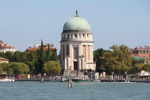 Le Lido de Venise, entre histoire et légende