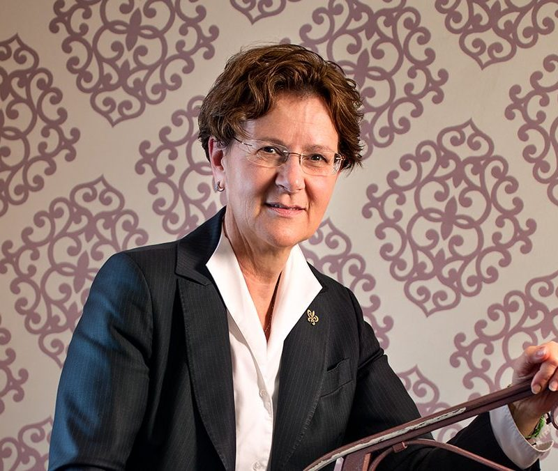 Giuliana Regini, Prima Governante