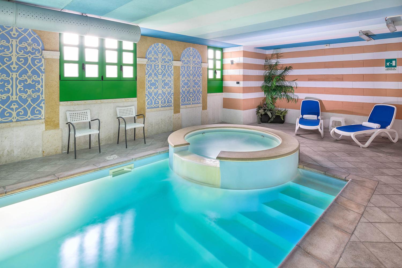 Servizi area relax hotel dossobuono verona hotel west for Asciugacapelli a parete per piscine