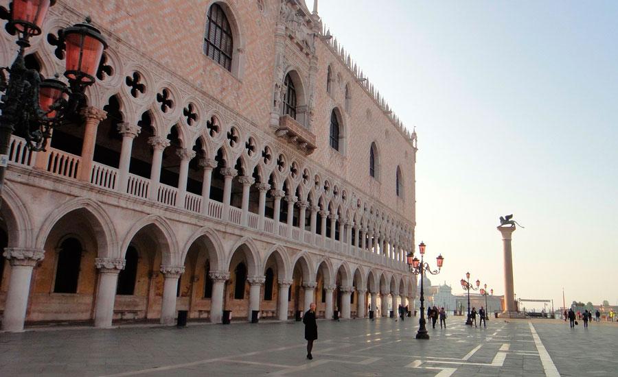 Palais des doges hotel venise h tel al ponte dei sospiri for Venise hotel piscine