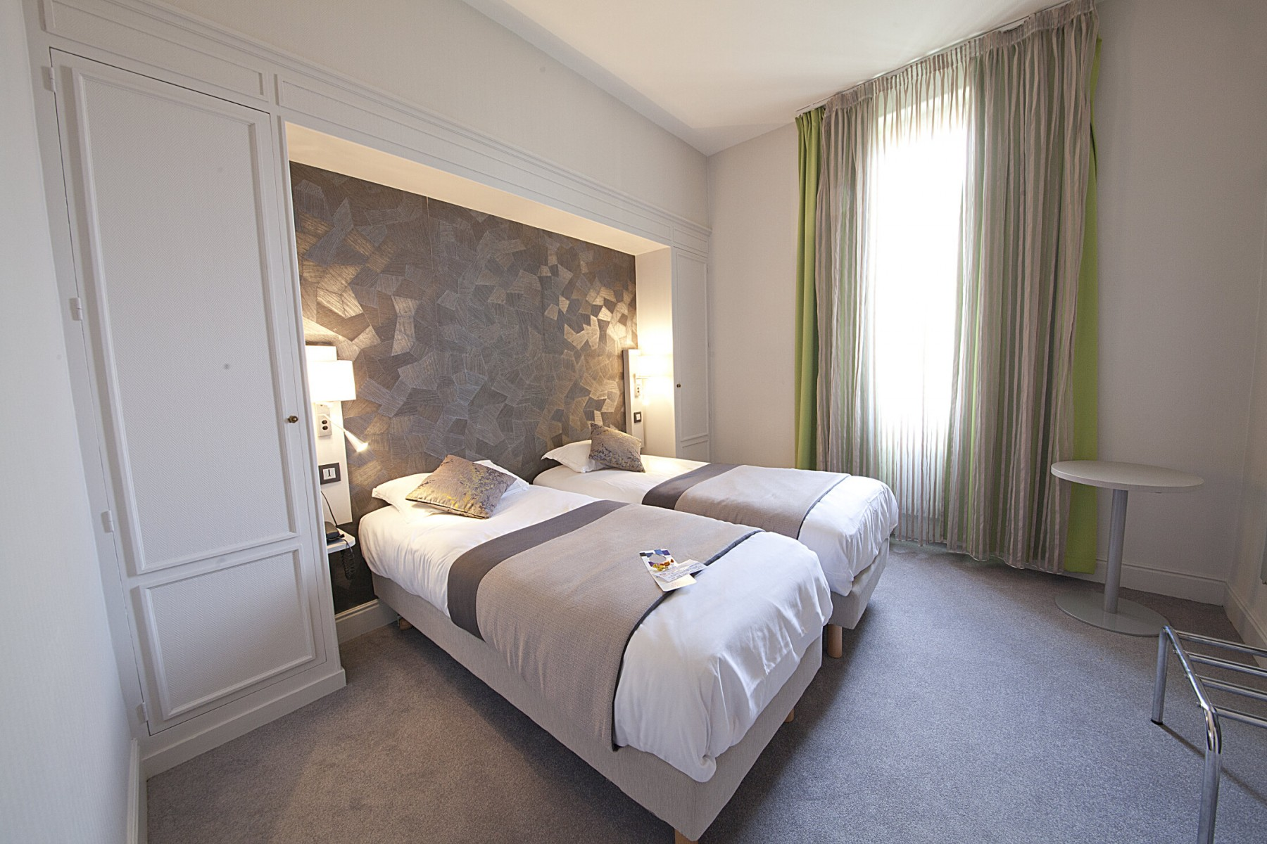 Les diff rentes chambres chambre avec baignoire hotel - Chambre du commerce clermont ferrand ...