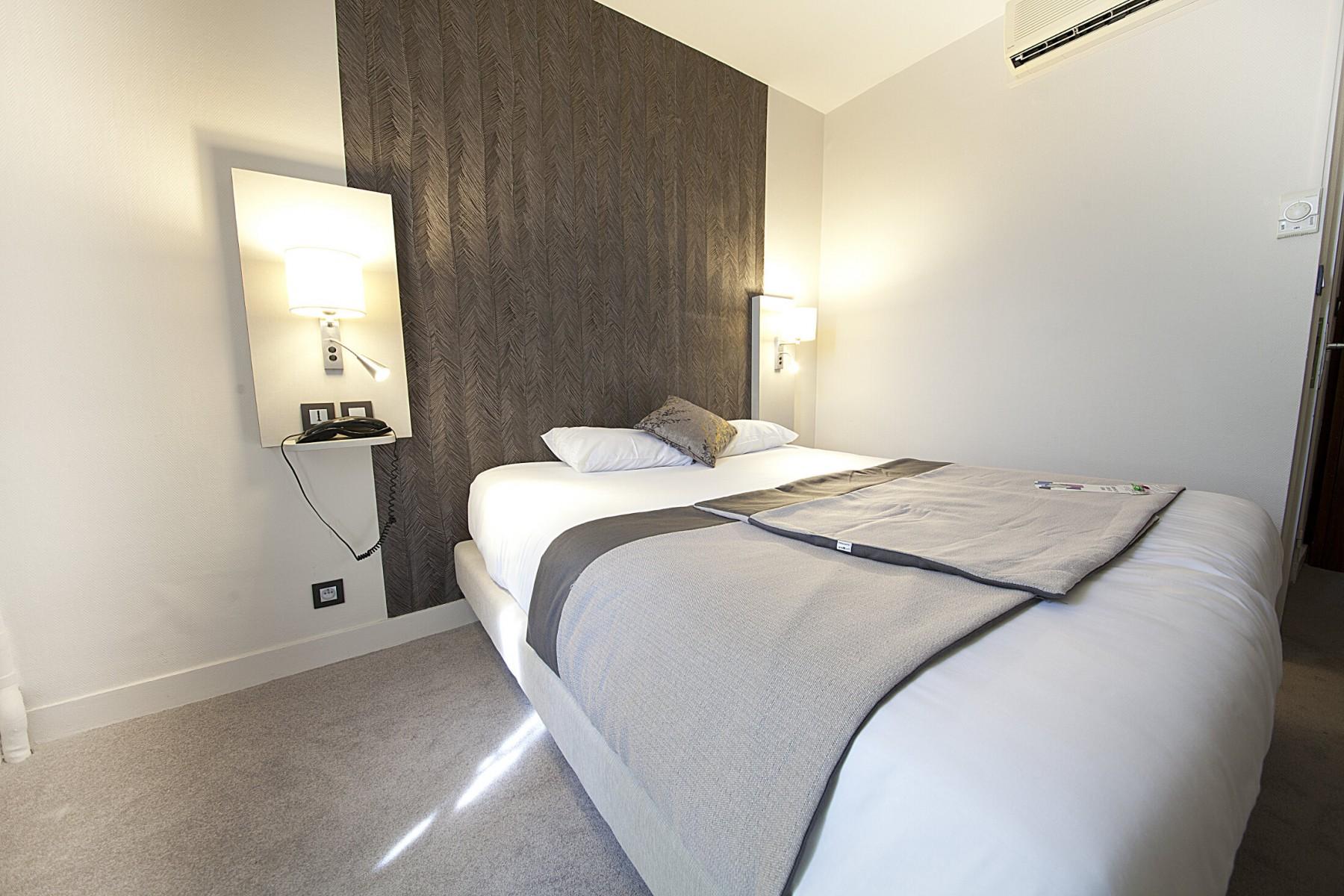 Les différentes chambres - Chambre double ou single douche Hotel ...