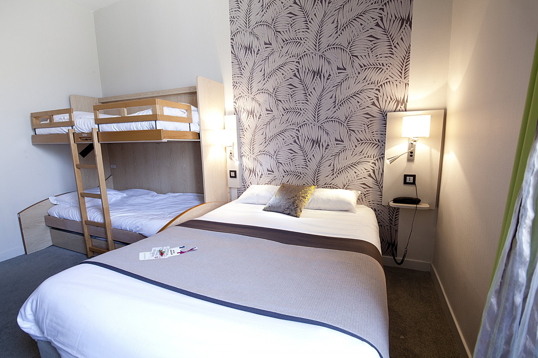 Les diff rentes chambres chambre familiale hotel - Chambre du commerce clermont ferrand ...